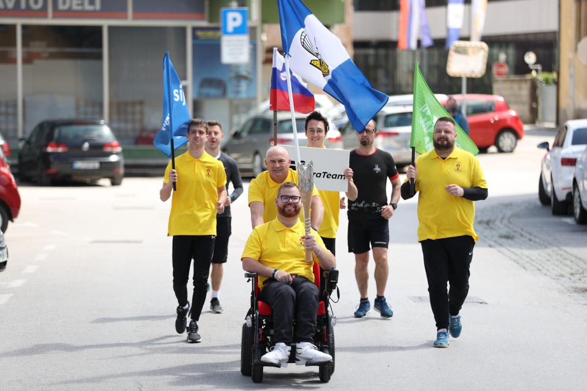 Amir Alibabić s paralimpijsko baklo